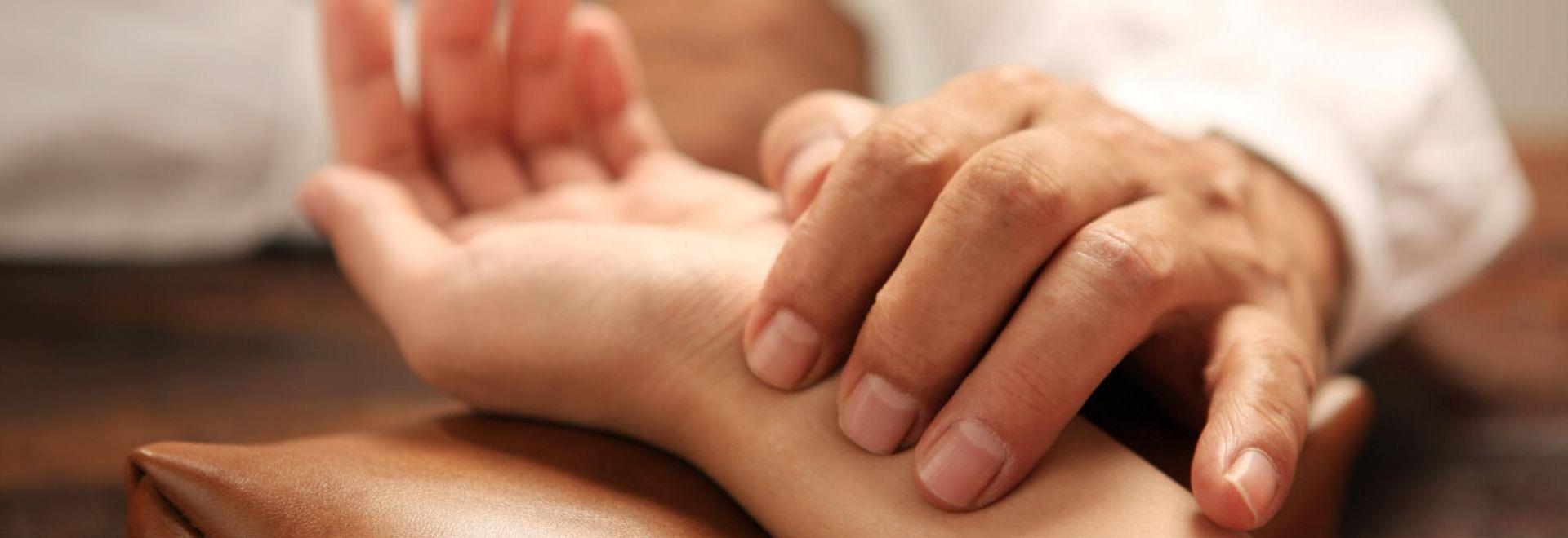 Drucktechnik und andere Griffarten der manuellen Therapie schulen
