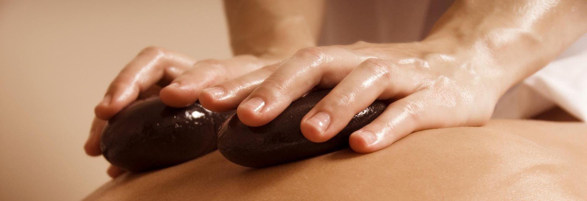 fließende Massageabläufe mit den warmen Steinen erlernen