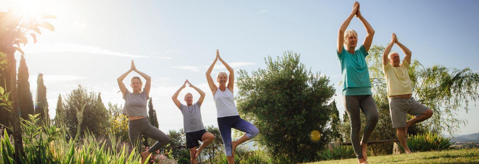 im-Freien-Yoga-praktizieren