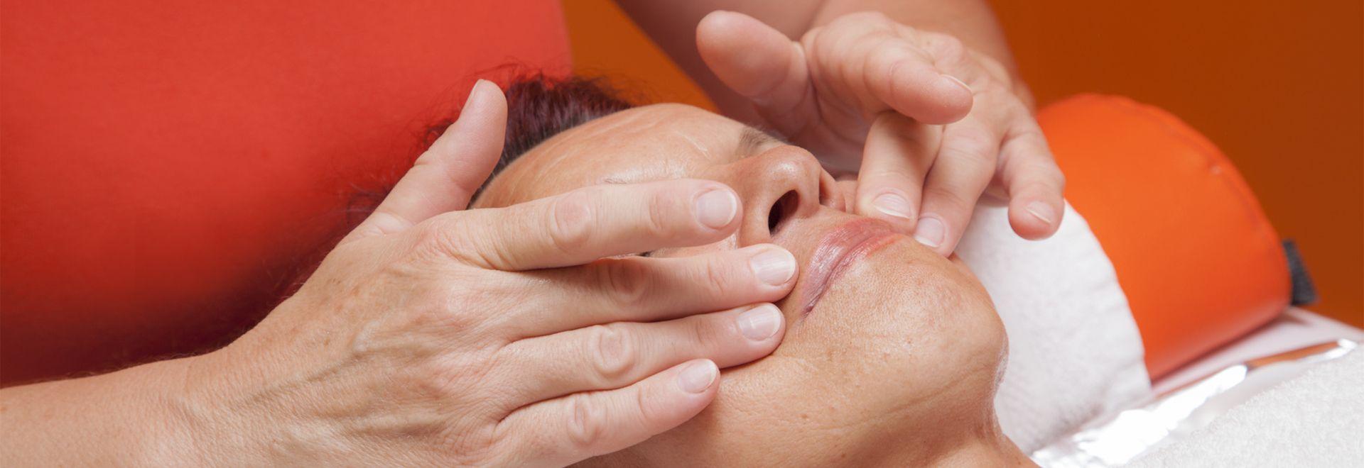 In der Beautybranche kommt die kosmetische Lymphdrainage zum Einsatz.