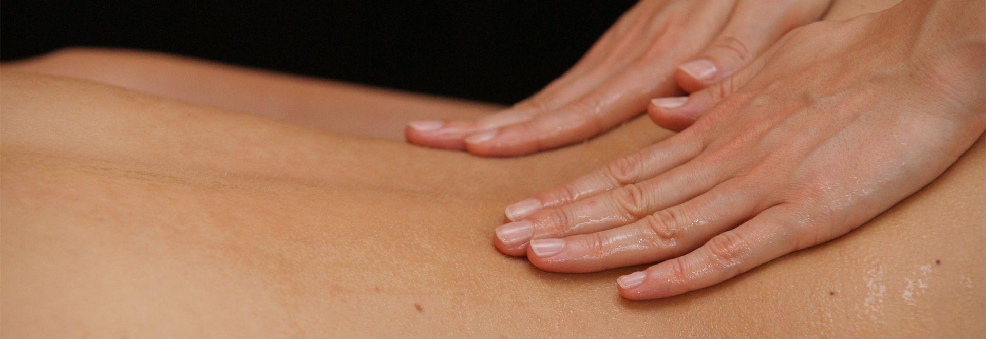 Praktisches Üben: die Wellnessmassage lernen