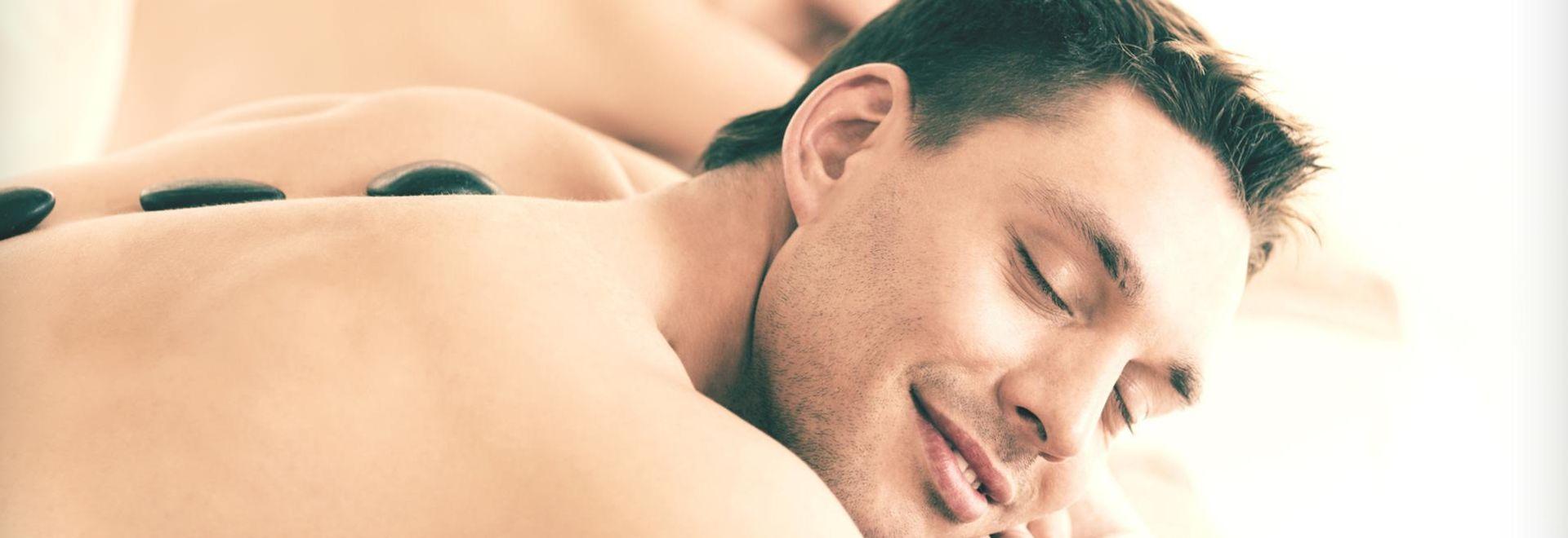 Spezialtechniken in der Hot Stone Massage zur Entspannung erarbeiten