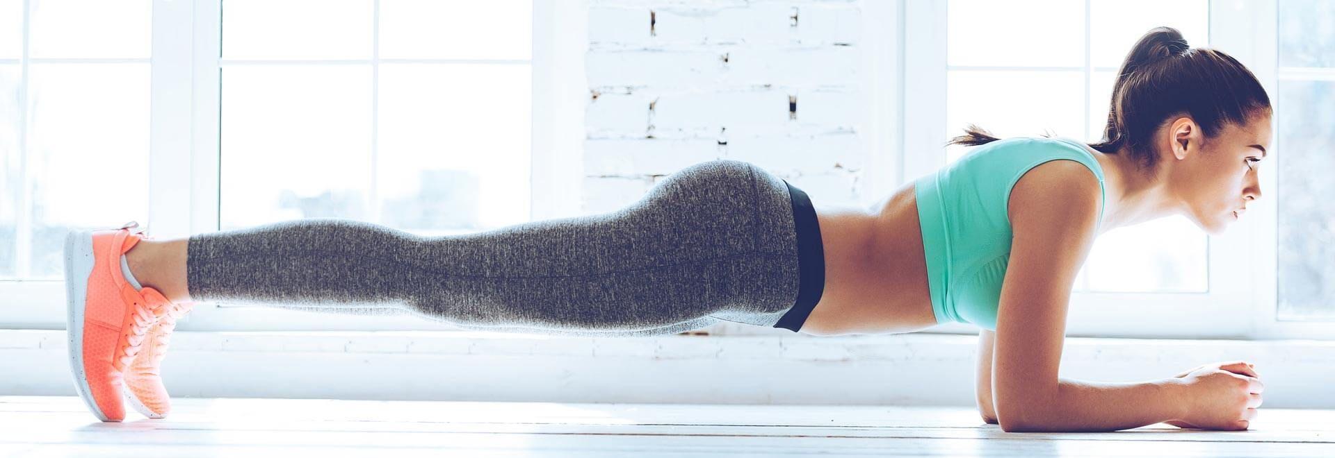 Frau im Unterarmstütz (Plank)