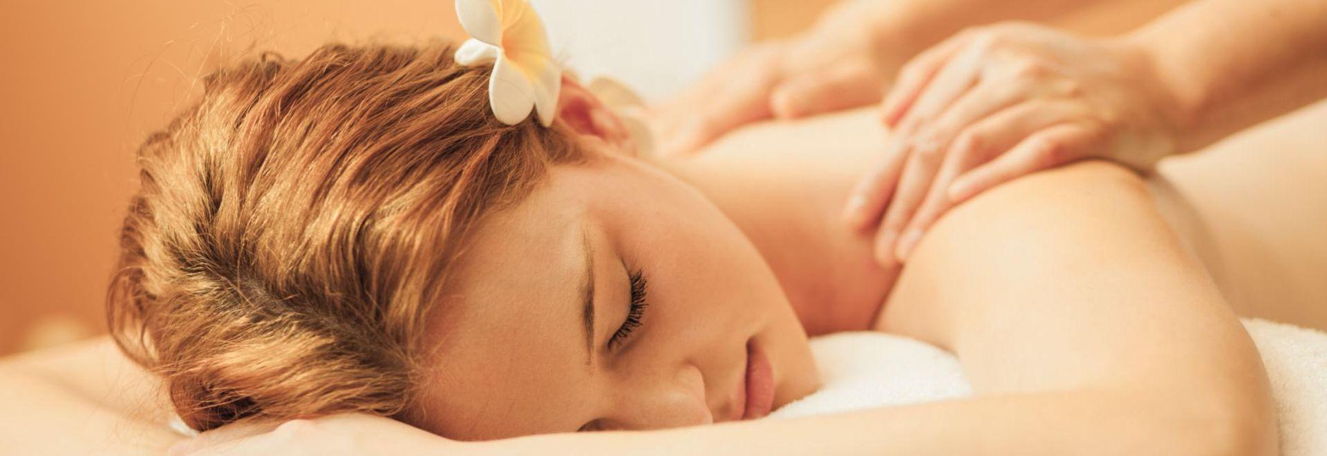 Unterschiede der Massagen erproben